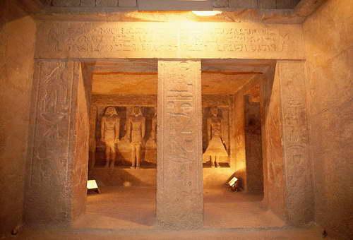 le sanctuaire Abou-Simbel